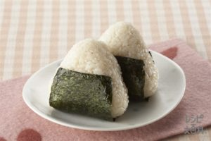 Onigiri/Omusubi (rice ball)